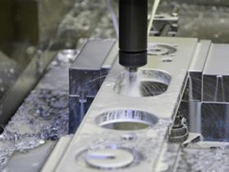 社内工場で部品製作を行い、部品品質を確保